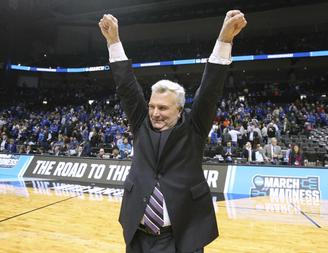 Kansas State coach Bruce Weber celebrates the the team's 61-58 win over Kentucky during an NCAA men's college basketball tournament regional semifinal early Friday, March 23, 2018, in Atlanta. (Curtis Compton/Atlanta Journal-Constitution via AP)
