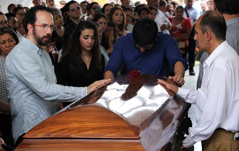 Mourners surround the casket of Mexican radio journalist Juan Carlos Huerta, shot dead in May 2018 in Tabasco state - the same state where radio journalist Jesus Ramos Rodriguez was killed in February 2019 (AFP Photo/Carlos PEREZ)
