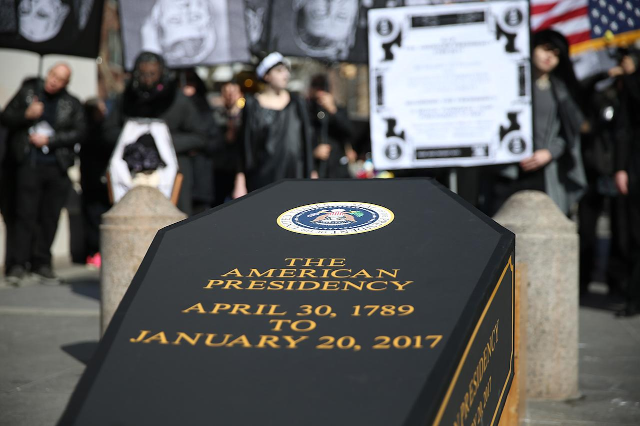 """<p>A coffin is propped up under the arch during the """"Mock Funeral for Presidents' Day"""" rally at Washington Square Park in New York City on Feb. 18, 2017. (Gordon Donovan/Yahoo News) </p>"""