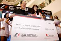 Mio, a Singapore Permanent Resident from Taiwan, wins $10,000 in cash as the winner. (Yahoo! photo)