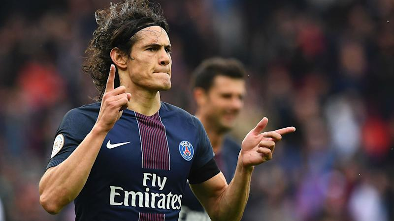 Cavani signs PSG contract extension through to 2020