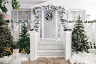 <p>Whether you're experiencing a white Christmas or not, there are plenty of decorations that will give you that snow-dusted look. This simple front porch perfects that wintery holiday aesthetic.</p>