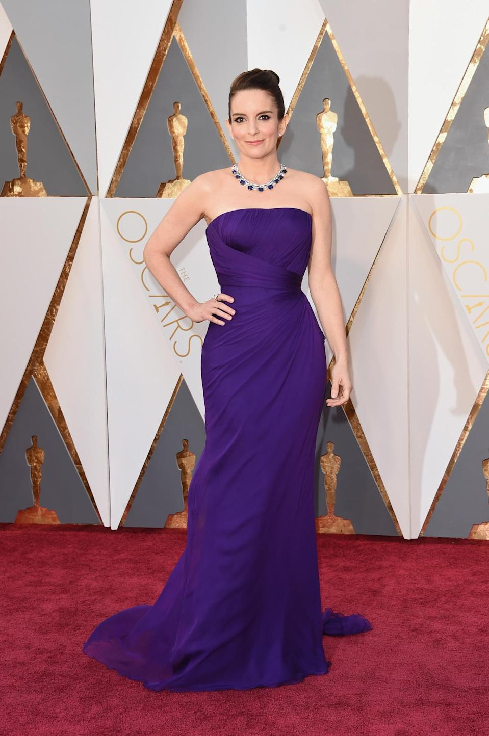 <p>Reese Witherspoon is that you? Nope, that's just her twin for the night, Tina Fey in Atelier Versace. <i>(Photo: Getty Images)</i></p>