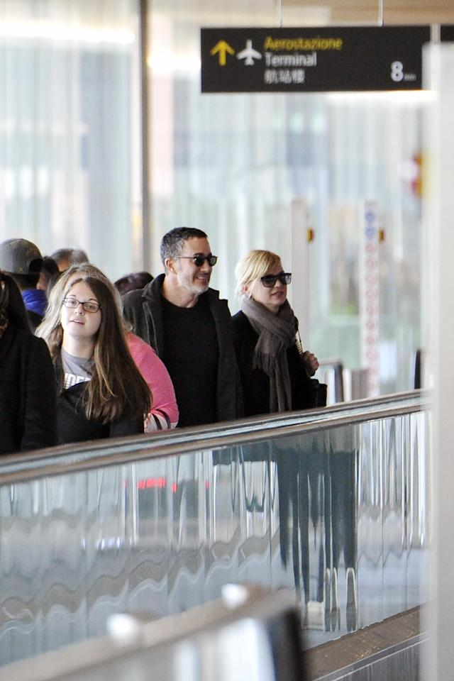Anna Faris and Michael Barrett arriving in Italy. (Photo: Splash News)