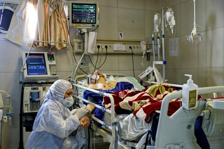 An Iranian medic treats a patient infected with the COVID-19 virus at a hospital in Tehran in March 2020