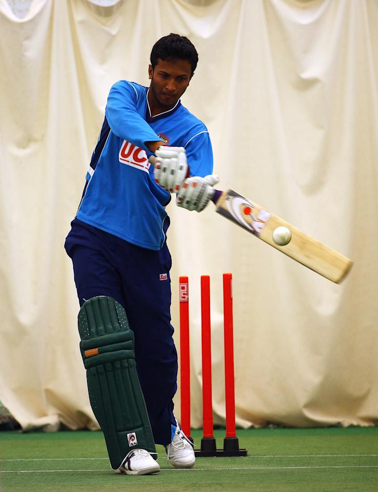 LOUGHBOROUGH, ENGLAND - JUNE 07:  Shakib Al Hasan  of Bangladesh in action during a nets session at National Performance Centre on June 7, 2009 in Loughborough, England.  (Photo by Matthew Lewis/Getty Images)