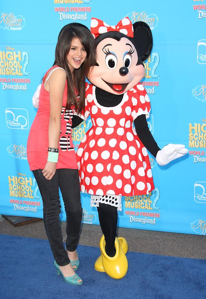 <p>Selena posed with Minnie Mouse at the Disneyland premiere of <b>High School Musical 2</b> in Anaheim, CA.</p>