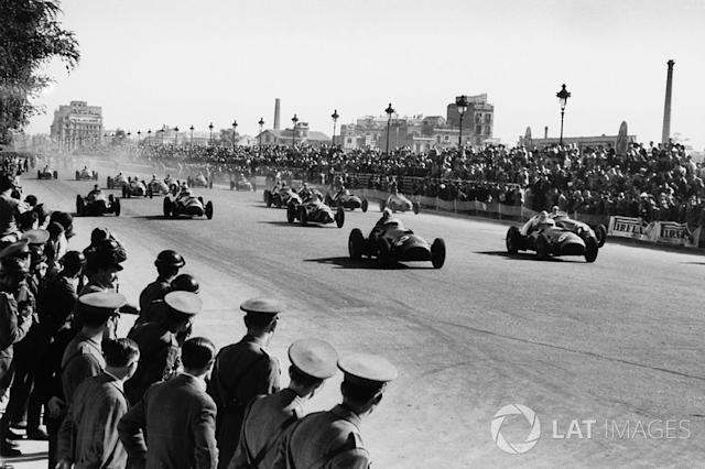 "Alberto Ascari, Ferrari 375F1, leads at the start <span class=""copyright"">LAT Images</span>"