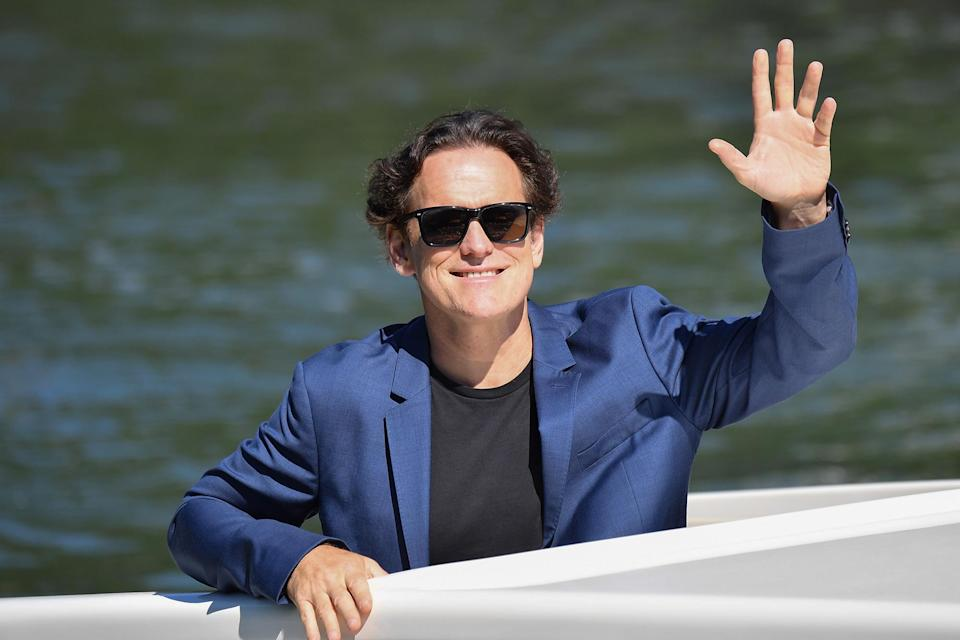 <p>Matt Dillon gave a smile and wave while arriving on Sept. 1. </p>