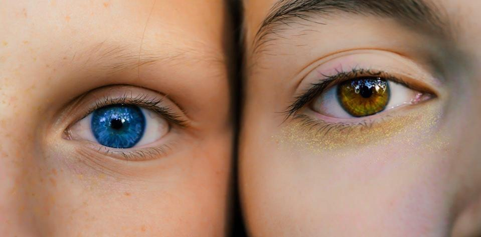 """<span class=""""attribution""""><a class=""""link rapid-noclick-resp"""" href=""""https://www.shutterstock.com/es/image-photo/two-girls-different-eyes-touch-their-1537119575"""" rel=""""nofollow noopener"""" target=""""_blank"""" data-ylk=""""slk:Shutterstock / Gaiteal"""">Shutterstock / Gaiteal</a></span>"""