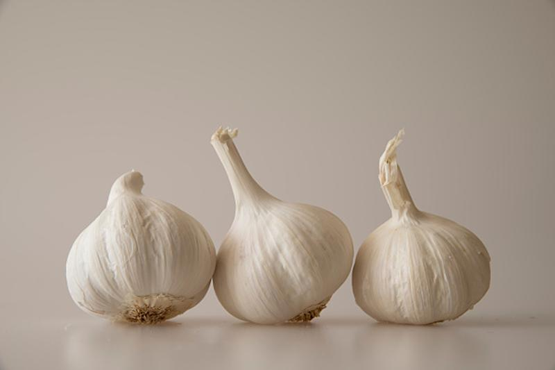 Eat Garlic Empty Stomach and Reap these 3 Benefits
