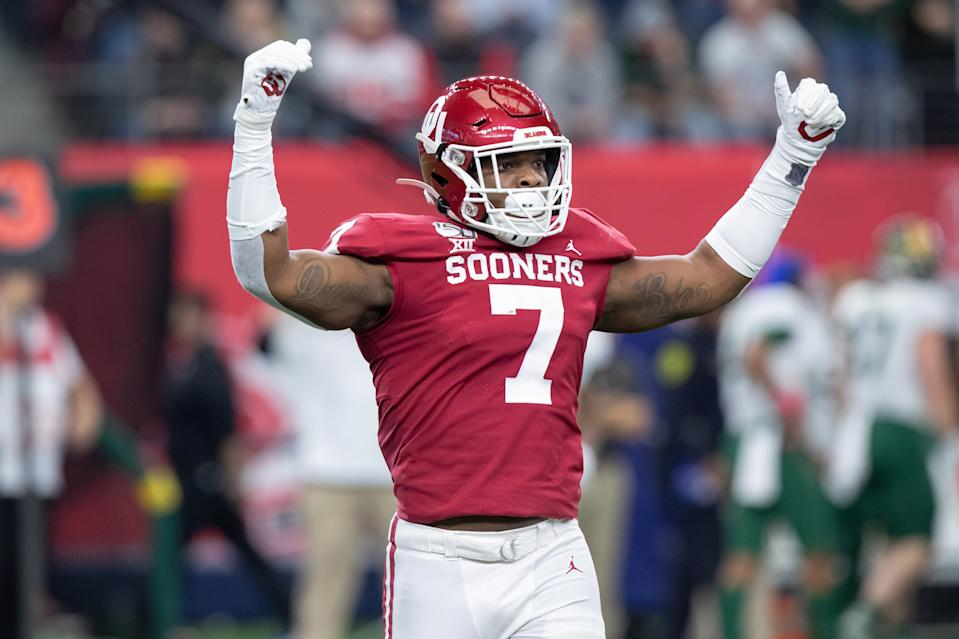 ARLINGTON, TX - DECEMBER 07: Oklahoma Sooners defensive lineman Ronnie Perkins (#7) tries to fire up the crowd during the Big 12 championship college football game between the Oklahoma Sooners and Baylor Bears on December 7, 2019, at AT&T Stadium in Arlington, TX.  (Photo by Matthew Visinsky/Icon Sportswire via Getty Images).