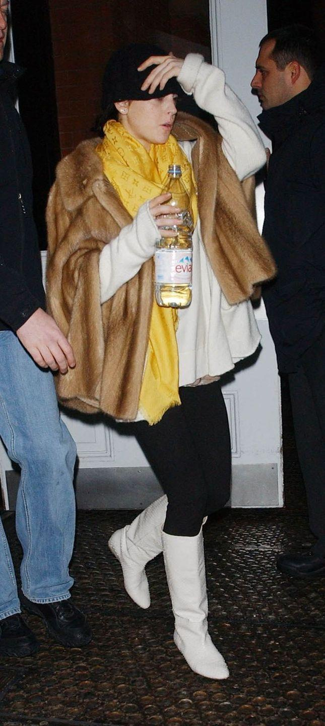 <p>Lindsay Lohan bundles up in a fur coat and scarf as she arrives at the airport in New York City. </p>