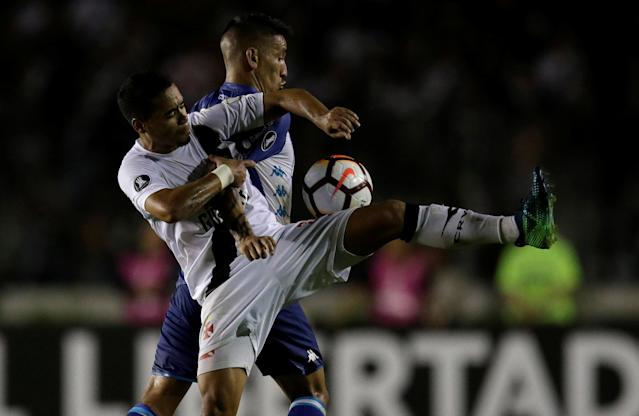 Soccer Football - Vasco da Gama v Racing - Copa Libertadores - Sao Januario stadium, Rio de Janeiro, Brazil - April 26, 2018 Yago Pikachu (L) of Vasco da Gama and Ricardo Centurion of Racing in action. REUTERS/Ricardo Moraes
