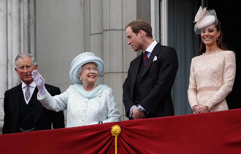 LONDON, UNITED KINGDOM - JUNE 05:  (L-R) Prince Charles, Prince of Wales, Queen Elizabeth II, Prince William, Duke of Cambridge and Catherine, Duchess of Cambridge on the balcony of Buckingham Palace during the finale of the Queen's Diamond Jubilee celebrations on June 5, 2012 in London, England. For only the second time in its history the UK celebrates the Diamond Jubilee of a monarch. Her Majesty Queen Elizabeth II celebrates the 60th anniversary of her ascension to the throne today with a carriage procession and a service of thanksgiving at St Paul's Cathedral. (Photo by Stefan Wermuth - WPA Pool/Getty Images)
