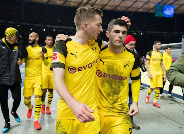 Marco Reus (left), Christian Pulisic and Borussia Dortmund have an outside shot to win the Bundesliga on Saturday. But it's still a shot. (Getty)