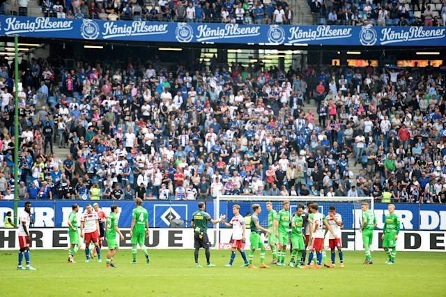 Soccer Football - Bundesliga - Hamburger SV v Borussia Moenchengladbach - Volksparkstadion, Hamburg, Germany - May 12, 2018 General view of both teams at the end of the match REUTERS/Fabian Bimmer DFL RULES TO LIMIT THE ONLINE USAGE DURING MATCH TIME TO 15 PICTURES PER GAME. IMAGE SEQUENCES TO SIMULATE VIDEO IS NOT ALLOWED AT ANY TIME. FOR FURTHER QUERIES PLEASE CONTACT DFL DIRECTLY AT + 49 69 650050
