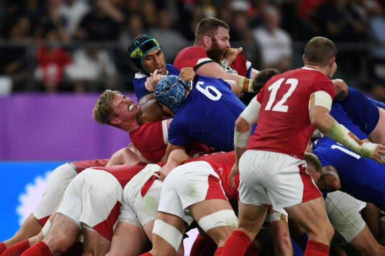 France were leading 19-10 when Sebastien Vahaamahina was sent off in the 49th minute for a blatant elbow into the face of Wales flanker Aaron Wainwright (AFP Photo/CHARLY TRIBALLEAU)