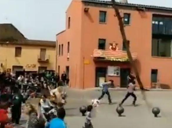Tree falls on crowd during Easter festival in Spanish village