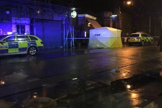 Stabbing: A man was stabbed during a brawl inside a pub in Earlsfield (@Dianne_E_Adams)