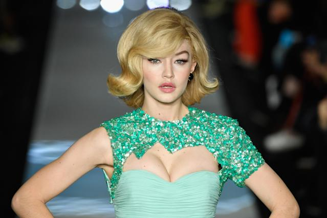 Gigi Hadid, with retro, '60s-inspired hair and makeup, closes the Moschino show in Milan. (Photo: Getty Images)