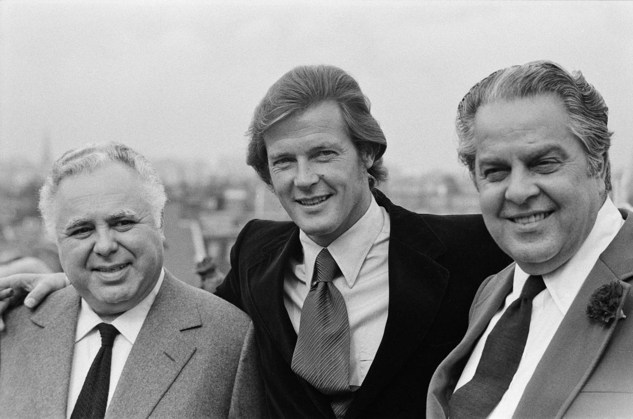 Roger Moore is the new 007. The British actor will make a million pounds for starring in the new Bond saga 'Live and Let Die', which starts shooting in New Orleans in October. The announcement was made by co-producers Harry Saltzman and Cubby Broccoli. Roger Moore is pictured at The Dorchester Hotel with the two producers after the announcement of his new role, 2nd August 1972. (Photo by Alisdair MacDonald/Mirrorpix/Getty Images)