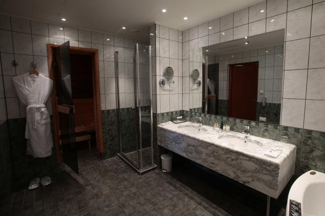 An interior view shows a bathroom in a suite at the Moscow Country Club hotel and golf resort which was chosen to be the base for the Belgian national soccer team during the 2018 FIFA World Cup in the village of Nakhabino, outside Moscow, Russia February 15, 2018. Picture taken February 15, 2018. REUTERS/Tatyana Makeyeva