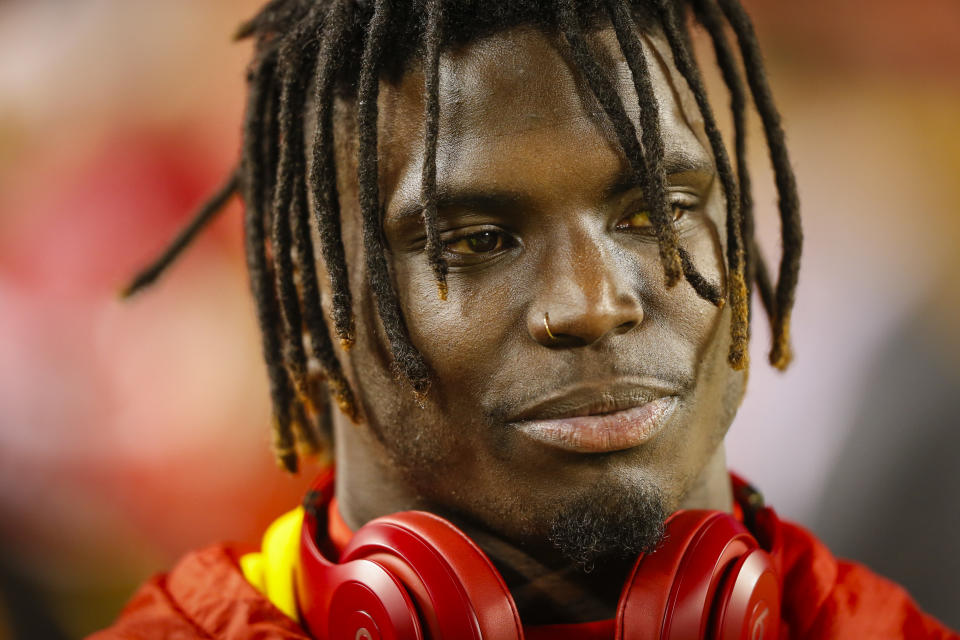 KANSAS CITY, MO - DECEMBER 13: Wide receiver Tyreek Hill #10 of the Kansas City Chiefs warms up prior to the game against the Los Angeles Chargers at Arrowhead Stadium on December 13, 2018 in Kansas City, Missouri. (Photo by David Eulitt/Getty Images)