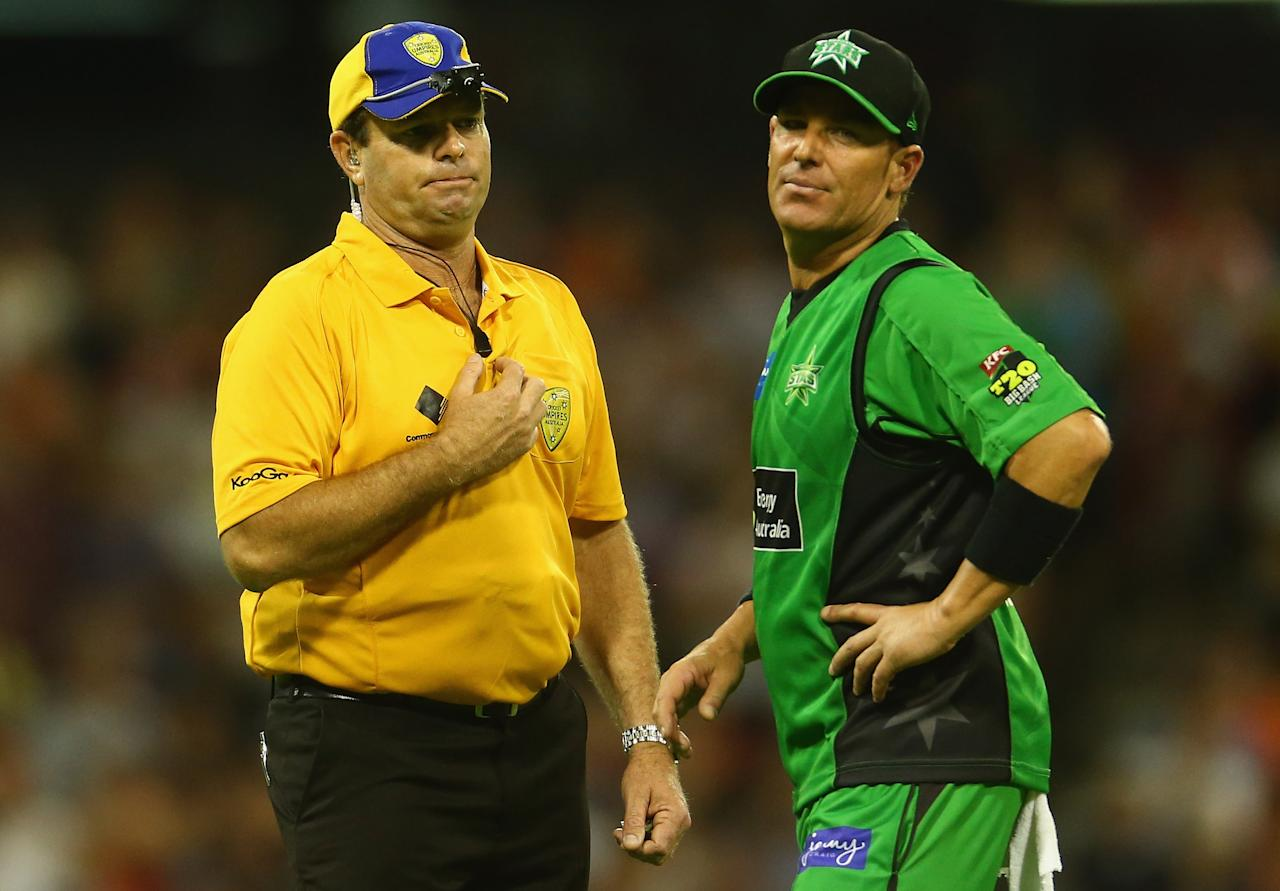 PERTH, AUSTRALIA - JANUARY 16: Shane Warne of the Stars has words with the umpire after James Faulkenr bowled a no-ball of the last ball during the Big Bash League semi-final match between the Perth Scorchers and the Melbourne Stars at the WACA on January 16, 2013 in Perth, Australia.  (Photo by Robert Cianflone/Getty Images)
