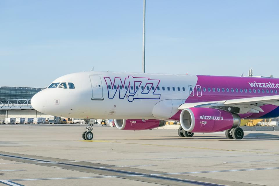 Wizz Air Airbus A320 specifically A320-232(WL) winglets aircraft as seen taxiing on the apron of Vienna International Airport VIE LOWW - Flughafen Wien-Schwechat in the capital of Austria. The airplane of the low cost airline has the registration HA-LSB and 2x IAE jet engines. WizzAir W6 WZZ or W!zz Air is a Hungarian low-cost budget airline carrier with head office in Budapest, Hungary. December 4, 2019 (Photo by Nicolas Economou/NurPhoto via Getty Images)