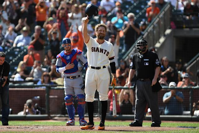 Hunter Pence salutes the crowd before his first at-bat against the Dodgers on Sept. 30, 2018, in San Francisco. (Getty Images)