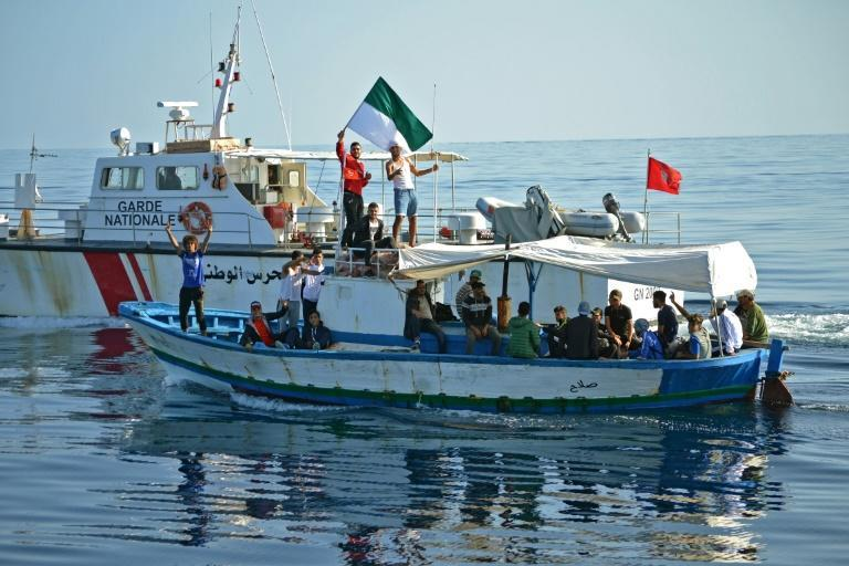 Tunisian football fans who set sail for Italy on Thursday in protest at sanctions against their club returned back home after a day at sea