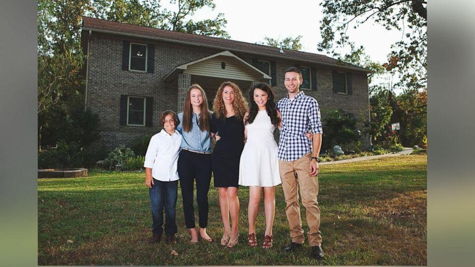 Mom and Her Four Kids Build Dream Home With Help of YouTube Videos (ABC News)