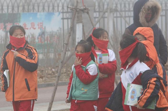 """In December 2015 ten cities in China were on """"red alert"""" for smog (AFP Photo/Str)"""