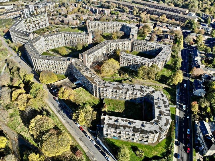 """<span class=""""caption"""">The green in a city – like that on Park Hill, in Sheffield – provides more benefits than meet the eye.</span> <span class=""""attribution""""><a class=""""link rapid-noclick-resp"""" href=""""https://unsplash.com/photos/XPYJO_T-nwc"""" rel=""""nofollow noopener"""" target=""""_blank"""" data-ylk=""""slk:Benjamin Elliott on Unsplash"""">Benjamin Elliott on Unsplash</a>, <a class=""""link rapid-noclick-resp"""" href=""""http://artlibre.org/licence/lal/en"""" rel=""""nofollow noopener"""" target=""""_blank"""" data-ylk=""""slk:FAL"""">FAL</a></span>"""
