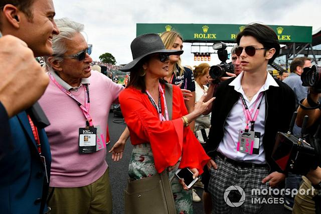 "Michael Douglas y Catherine Zeta Jones <span class=""copyright"">Mark Sutton / Motorsport Images</span>"