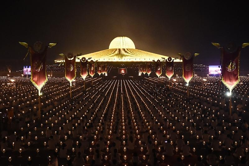 The sweep of the powerful and ultra-rich Wat Dhammakaya temple comes after Thailand's junta chief invoked special powers to put its sprawling compound under military control