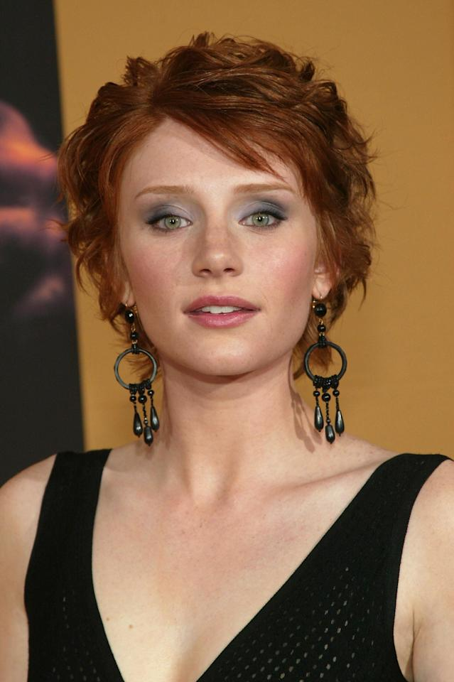 <p>Howard had a textured red pixie at the premiere of <b>The Village</b> in 2004.</p>