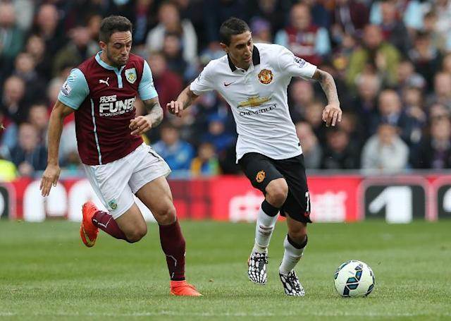 Burnley's English striker Danny Ings (L) vies with Manchester United's Argentinian midfielder Angel Di Maria (R) during the English Premier League football match at Turf Moor in Burnley on August 30, 2014 (AFP Photo/Ian MacNicol)
