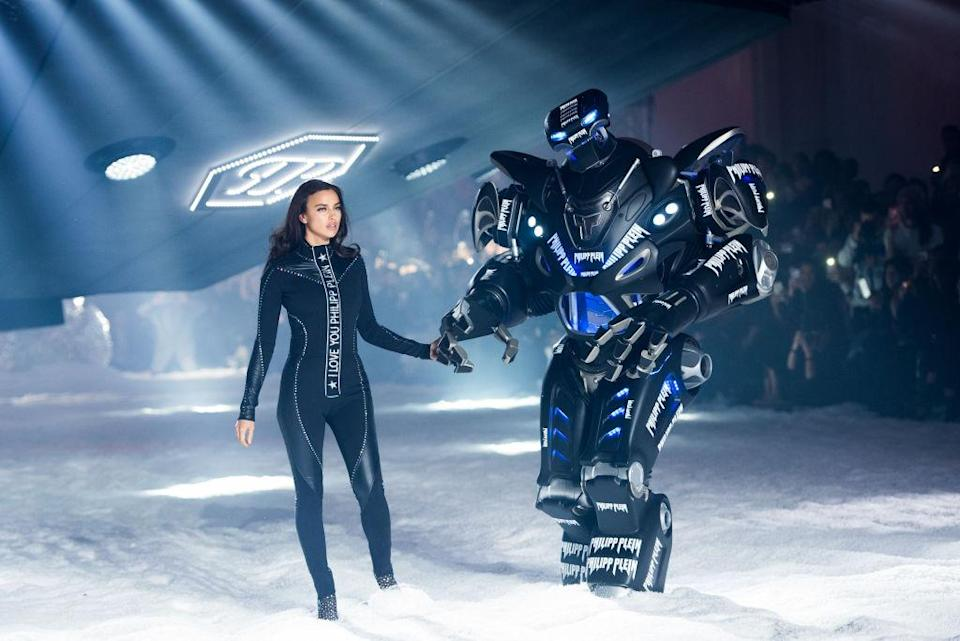 <p>Irina Shayk emerged from a UFO in a Philipp Plein all-in-one for the label's autumn/winter preview. And of course the sci-fi-themed show wouldn't be complete without a fully functioning robot… <em>[Photo: Getty]</em> </p>