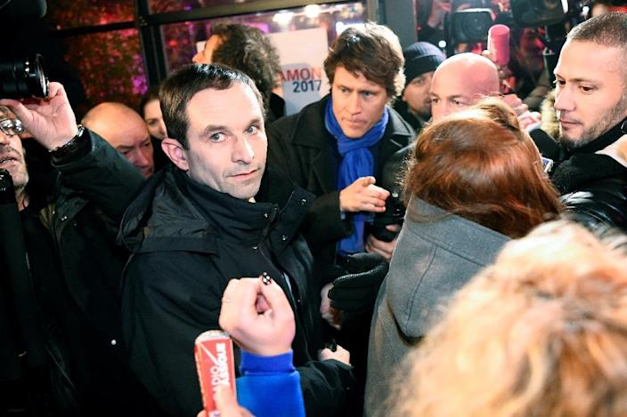 French former minister and candidate for the left-wing primaries, Benoit Hamon (L), arrives at his campaign headquarters after the first round of the left-wing primary for the 2017 French presidential election, on January 22, 2017 in central Paris (AFP Photo/bertrand GUAY)