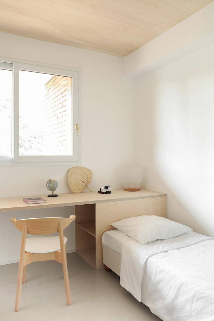 """<div class=""""caption""""> With its made-to-measure desk and bed frame, the kid's room was inspired by nature and the work of <a href=""""https://www.architecturaldigest.com/story/a-classic-alvar-aalto-design-for-wellness-that-still-inspires?mbid=synd_yahoo_rss"""" rel=""""nofollow noopener"""" target=""""_blank"""" data-ylk=""""slk:Alvar Aalto"""" class=""""link rapid-noclick-resp"""">Alvar Aalto</a>. </div>"""
