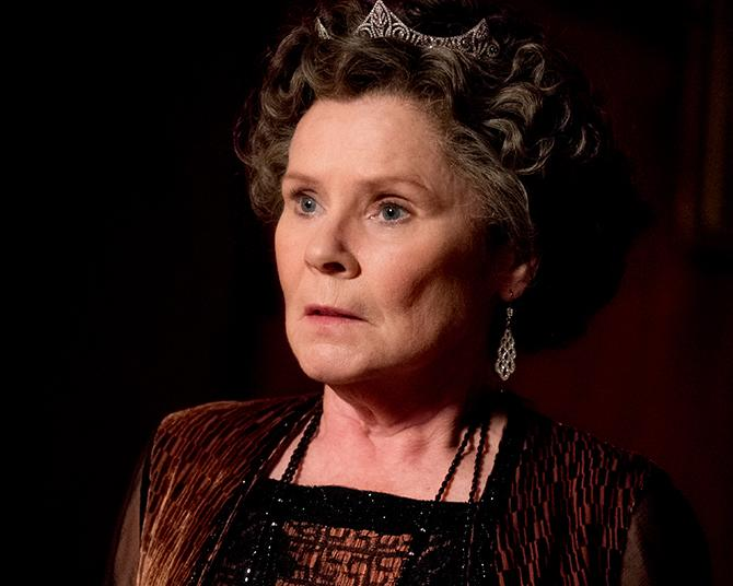 Imelda Staunton en su estreno más reciente, Downton Abbey (Jaap Buitendijk; © 2019 FOCUS FEATURES LLC. ALL RIGHTS RESERVED.)