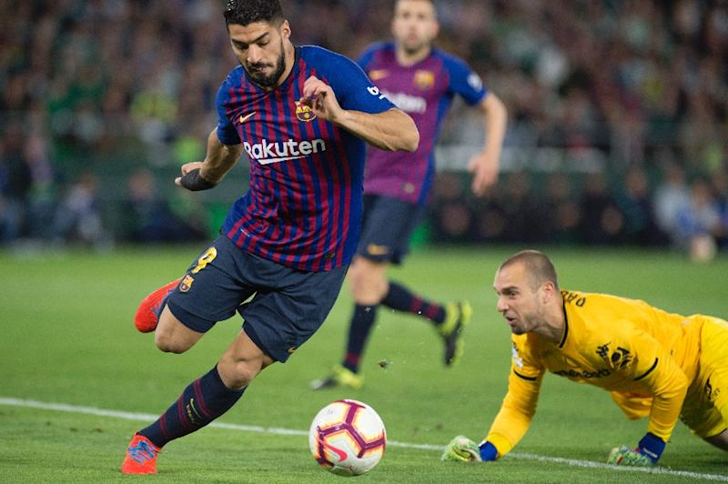 Barcelona receive Suarez scare ahead of Man Utd clash