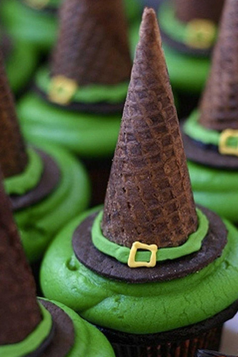 """<p>Don't trash those ice cream cones left over from summer just yet! Instead, use them as a clever """"witch's hat.""""</p><p> <strong>Get the recipe at </strong><a href=""""http://www.jessyandmelissa.com/recipe/recipes-by-course/dessert/cupcakes/witch-hat-mint-chocolate-cupcakes"""" rel=""""nofollow noopener"""" target=""""_blank"""" data-ylk=""""slk:Jessy and Melissa"""" class=""""link rapid-noclick-resp""""><strong>Jessy and Melissa</strong></a>.</p>"""