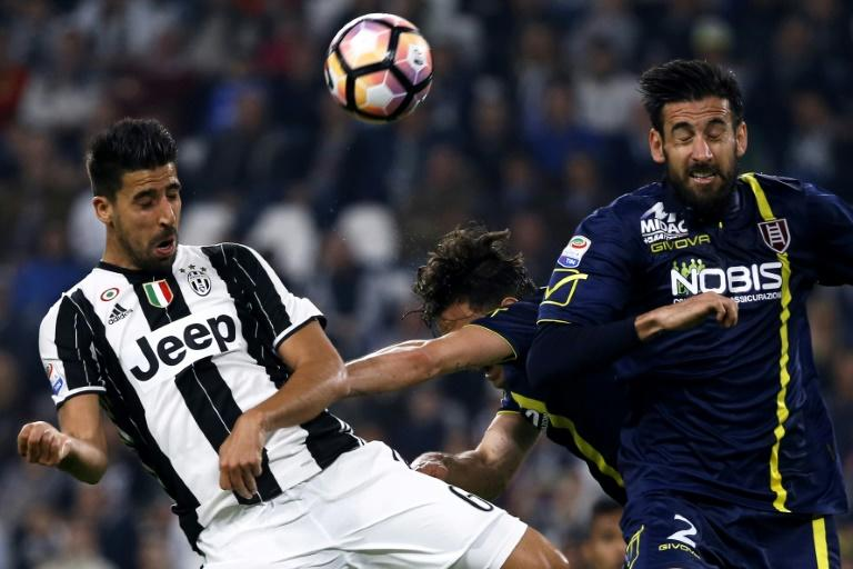 Juventus' Sami Khedira from Germany (L) fights for the ball with Chievo's defender Nicolas Federico Spolli (R) during their match on April 8, 2017 at the Juventus Stadium in Turin