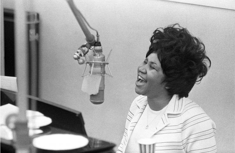 World pays tribute to Aretha Franklin