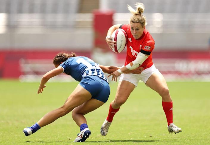 <p>Megan Jones of England evades the tackle of Anna Baranchuk of team ROC in the women's pool A rugby match.</p>