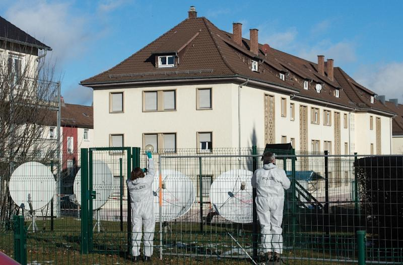 German investigators collect evidence after a grenade was thrown at a building housing asylum seekers in Villingen-Schwenningen, on January 29, 2016 (AFP Photo/Patrick Seeger)