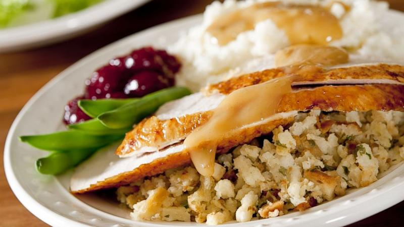 Walmart to Give Workers Turkey Dinner on Thanksgiving
